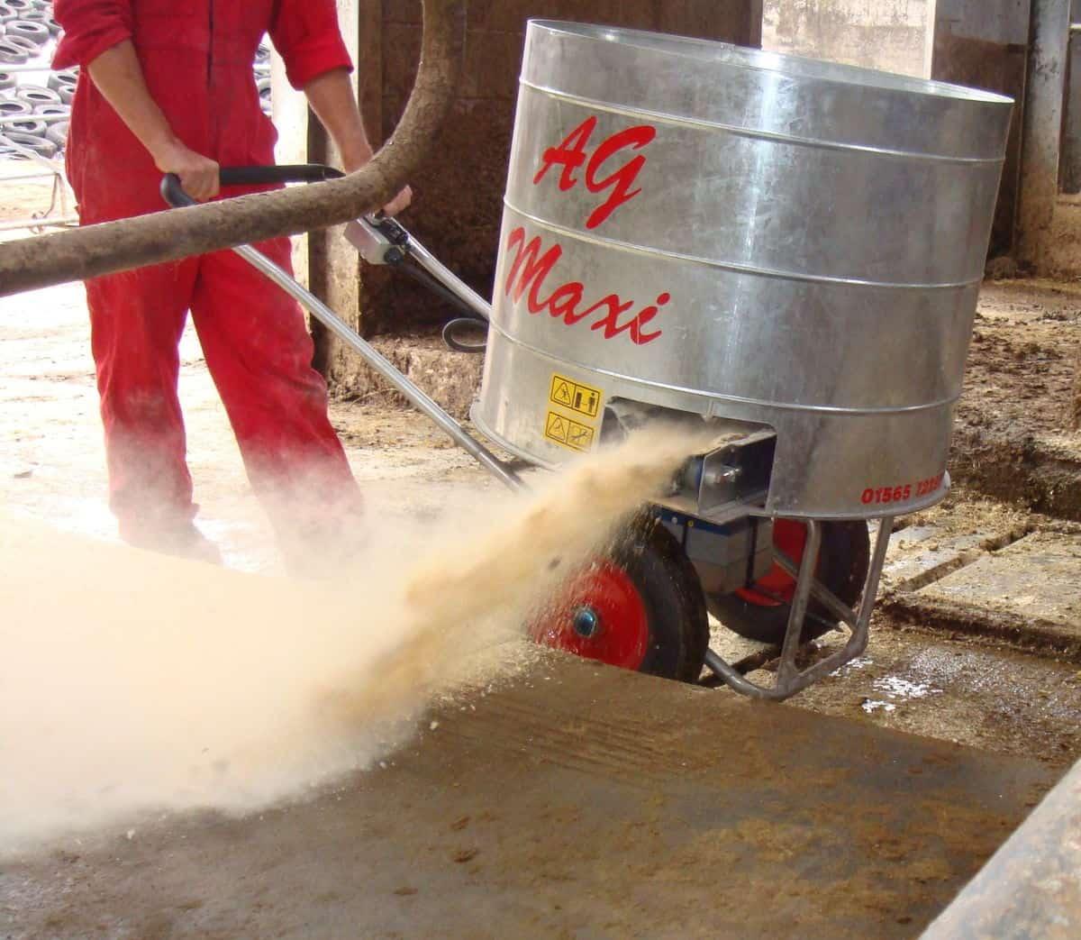 Kreiktuvas AG Maxi kreikimui susmulkintų šiaudų, pjuvenų ir dezinfekcinių medžiagų