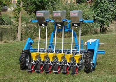 Daržovių sėklų sėjamoji SPX 86 prie traktoriaus