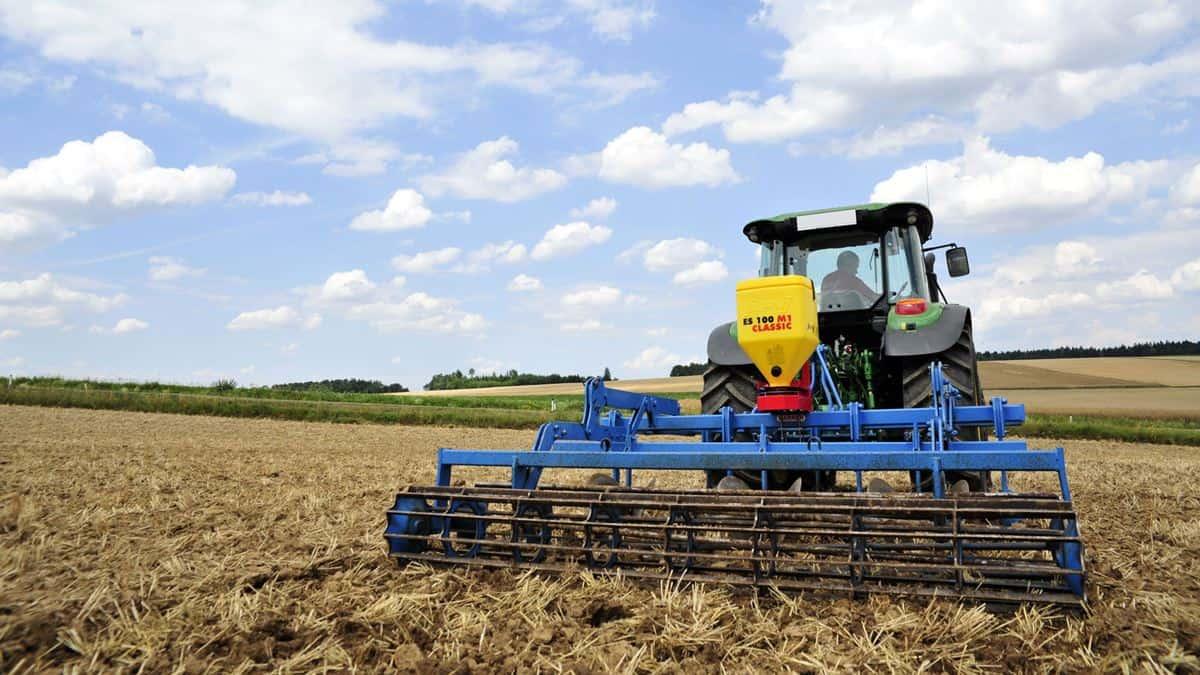 ES 100 M1 Classic elektrinė žolių sėklų sėjamoji ant skutiko