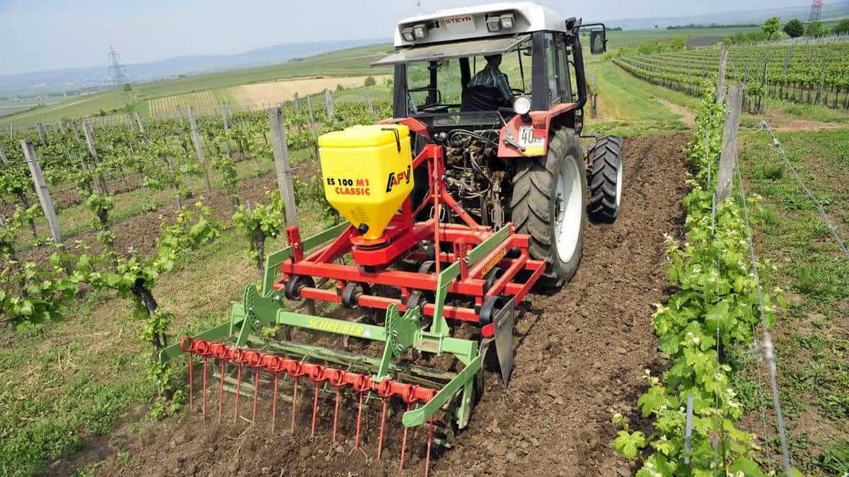 ES 100 M1 Classic elektrinė žolių sėklų sėjamoji darbas soduose