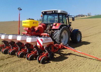Elektrinė pneumatinė žolių sėklų sėjamoji PS 200D su kukurūzų sėjamąja