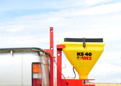 Elektrinė žolės sėklų sėjamoji KS40 kabinama ant borto