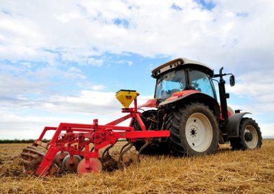 Elektrinė žolės sėklų sėjamoji KS40 darbui su kultivatoriais
