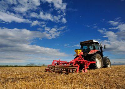 Elektrinė žolės sėklų sėjamoji KS40 darbui su skutikais