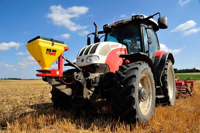 Elektrinė žolės sėklų sėjamoji KS 40 M2 ant traktoriaus