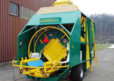 Stačiakampių ryšulių kukurūzų presas MVA1250 su važiuokle