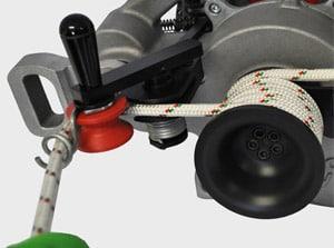 Tempimo (traukimo) - kėlimo gervės ForestWinch VF80 BOLT pusiau automatinis akceleratorius ir neatsivyniojimo sistema