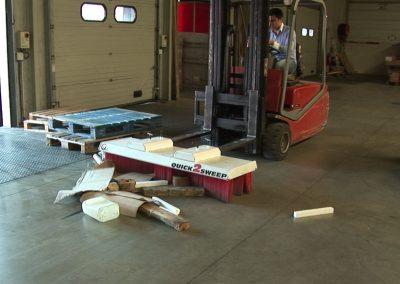 Su šluota šluojamos logistikos prekių pakrovimo vietos
