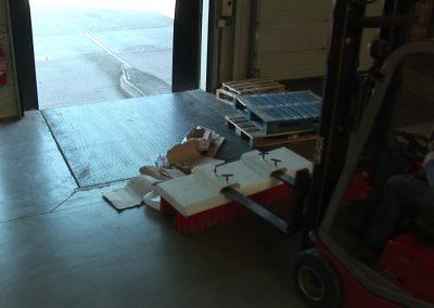 Su šluota šluojamos logistikos transporto rampos