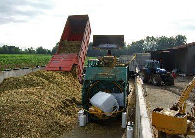 Stačiakampių ryšulių kukurūzų presas MVA750 kukurūzų presavimas