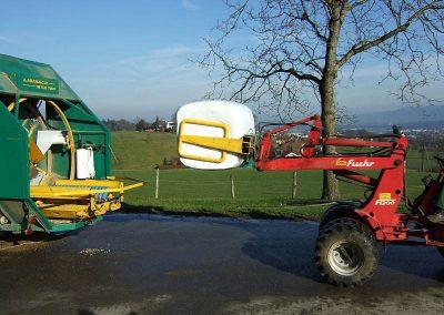 Stačiakampių ryšulių kukurūzų presas MVA750 supresuoto ryšulio nuėmimas