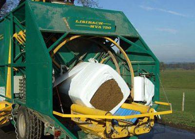 Stačiakampių ryšulių kukurūzų presas MVA750 vynioja vertikaliai