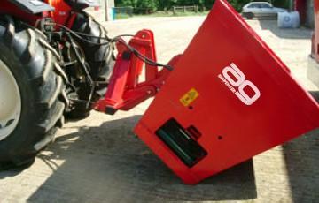Kreiktuvai AG150, AG175 ir AG200 kabinami ant traktoriaus galo
