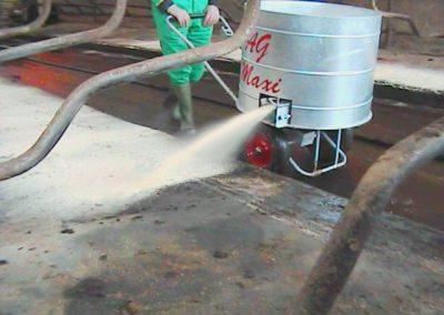 Kreiktuvas AG Maxi skirtas kreikti pjuvenas, susmulkintus šiaudus ir dezinfekcines medžiagas