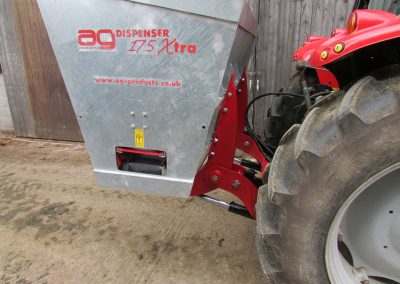 Kreiktuvas AG175 Xtra su pakabinimo rėmu paruoštas darbui