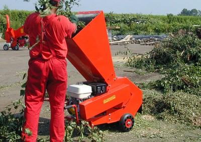 Šakų ir žalienų smulkintuvas BIO 150 komunaliniui ūkiui