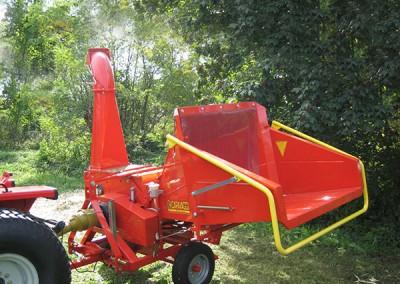 Šakų smulkintuvas BIO 300 kabinamas prie traktoriaus su kardaniniu velenu