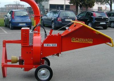 Šakų smulkintuvas BIO 230 prie traktoriaus su kardaniniu velenu