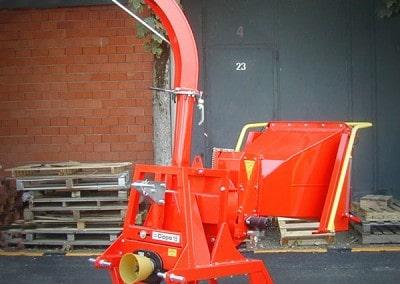 Šakų smulkintuvas kapoklė CIPPO 15 kabinamas prie traktoriaus
